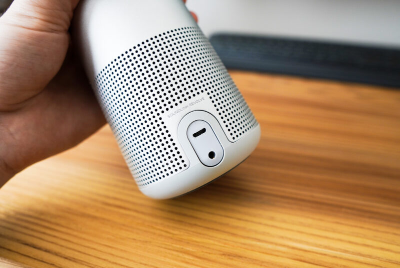 bose-soundlink-revolveの充電端子