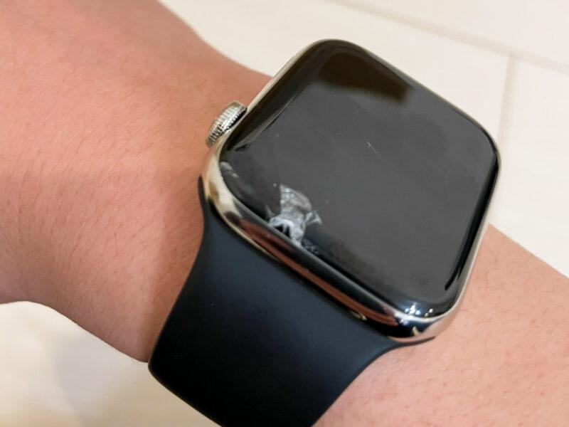 Apple Watchにヒビが入った様子