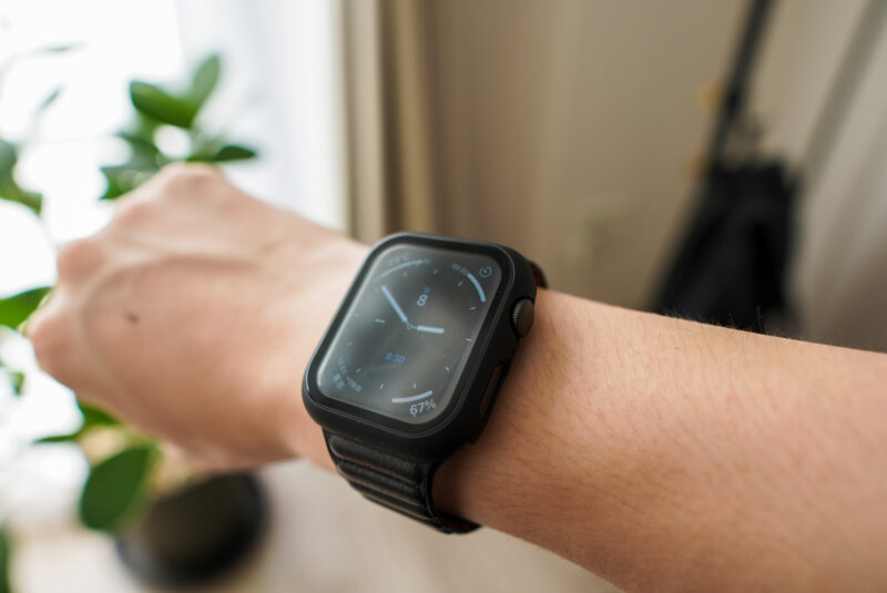 Apple Watchの保護ケースを付けた様子