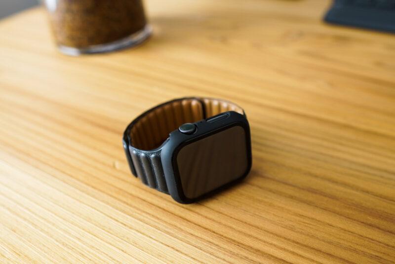 Apple Watchの保護ケースのフィット感