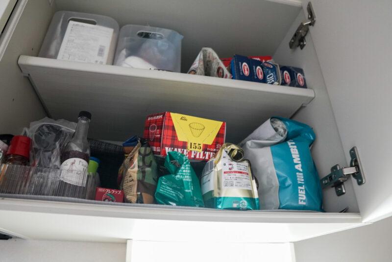 キッチン収納棚のコーヒーグッズ